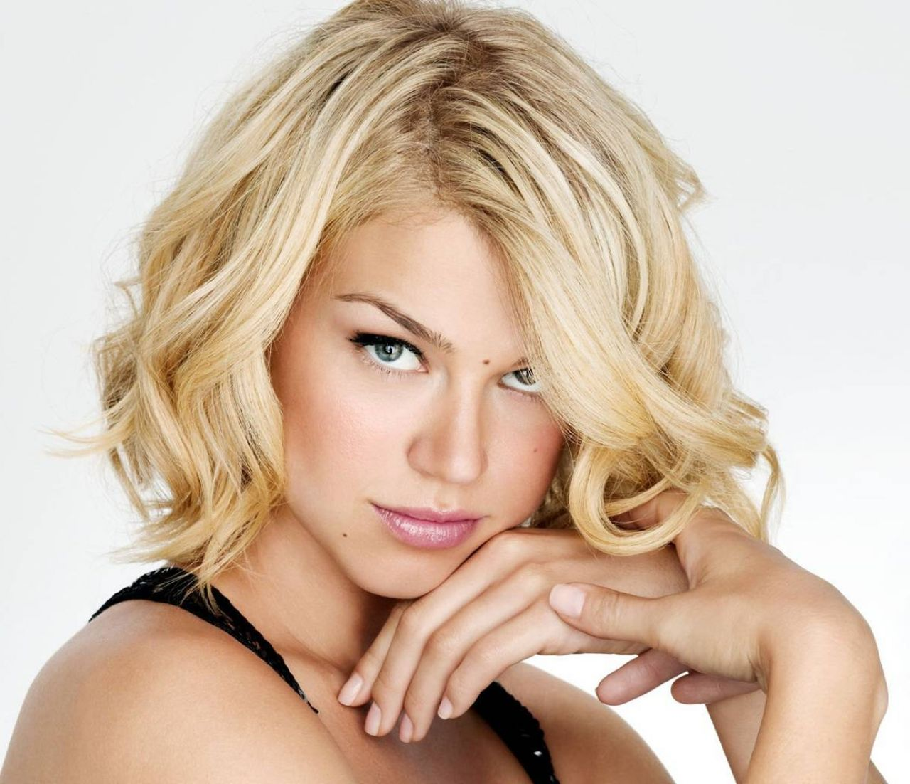 short-hairstyles-for-oval-faces-54bf118c5dcce